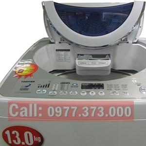 Máy giặt Toshiba 13 kg, tiết kiệm điện, lòng giặt sâu, tiết kiệm điện . nước, máy chạy êm. Gía: 4,5 triệu bh: 03 tháng