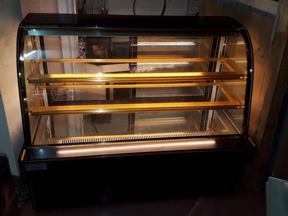 tủ bánh kem 3 tầng kính cong chiều ngang 1,5m bảo hành 12 tháng